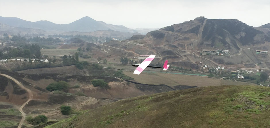 rc glider flying at the slope in Pachacamac