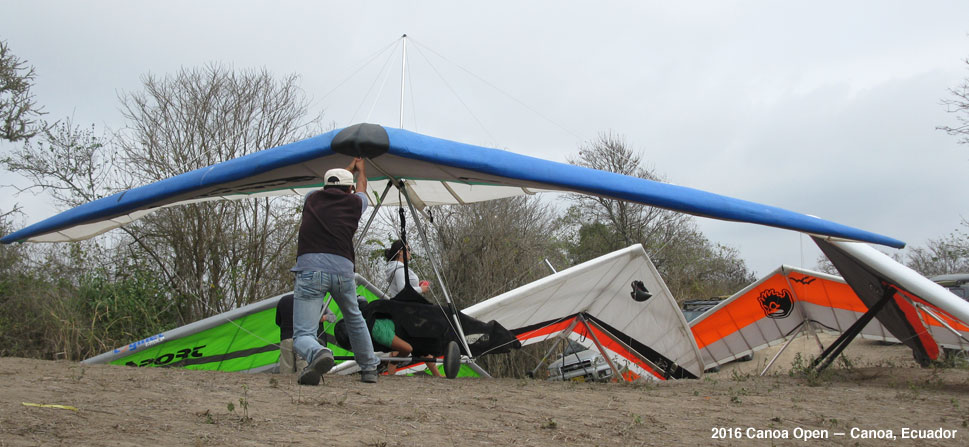 Hang gliders at Canoa Championship